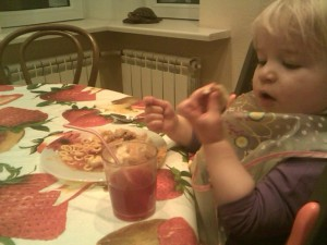 Anna, Mors, Spaghetti On Toast And Chicken Pie