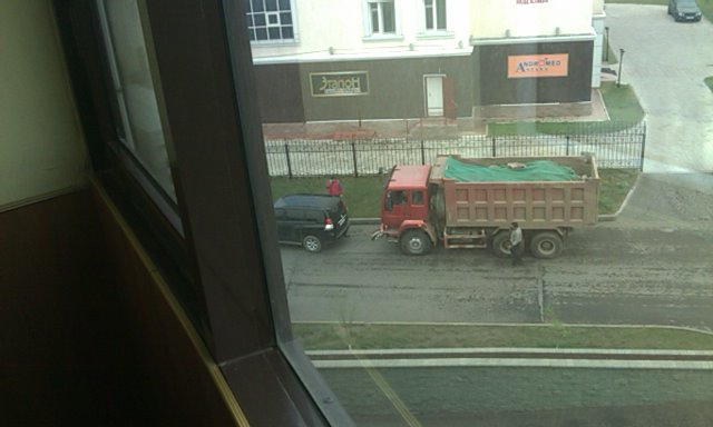Had it been a Kamaz, 4x4 would have been worse off!