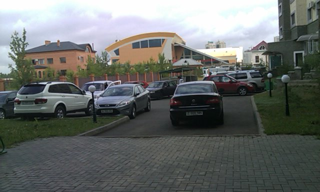 Two clueless drivers (parkers)